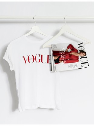 https://tienda.condenast.es/nast/3252-thickbox_alysum/suscripcion-vogue-camiseta-iconica.jpg